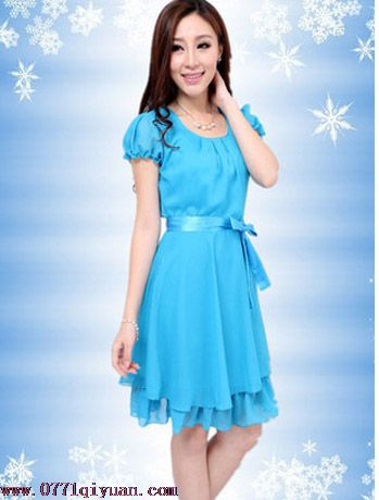 天蓝色短袖礼服裙