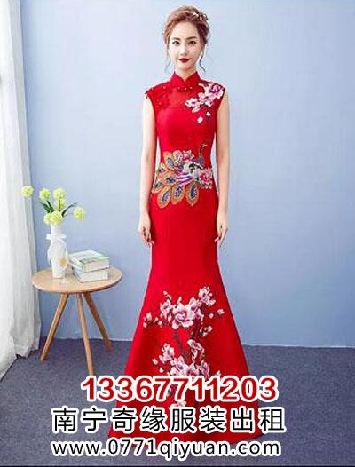 孔雀梅花中国风礼仪服装